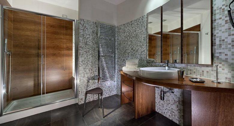 bagno con doccia camera superior